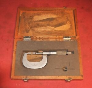 Mitutoyo 0 To 1 Blade Micrometer Measures 0001 With Wood Box No 122 125