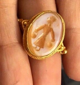 Ancient Intaglio White Agate Roman Man Holding Gold Bags Solid 22k Gold Ring