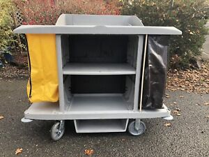 Rubbermaid 61 3 4 l X 23 1 8 w X 18 5 8 h Gray Housekeeping Cart Number Of