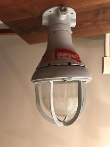 Crouse hinds Explosion Proof Lighting Fixture Cat evcx 120 Industrial Loft Gray