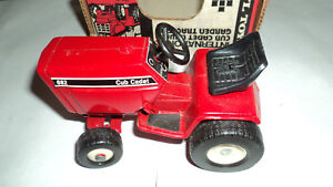 International Harvester Cub Cadet 682 Lawn Tractor With Box