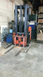 Raymond Forklift Reach Truck C20 r30tt 3000 Lb 216 Inch Ht Includes Charger