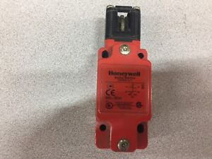 New No Box Honeywell Micro Switch Gkba1l7