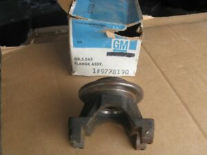 65 70 Nos Pontiac Rear End Flange Assembly 421 428 455 Convertible