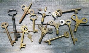 13 Brass Vintage Skeleton Keys Antique Door Lock Clock Toy Key Lot