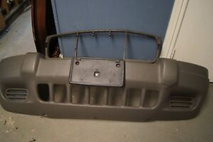 2002 Jeep Grand Cherokee Front Bumper Cover Oem
