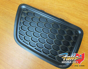 2014 2016 Jeep Grand Cherokee Front Grille Drivers Tow Hook Insert Mopar Oem