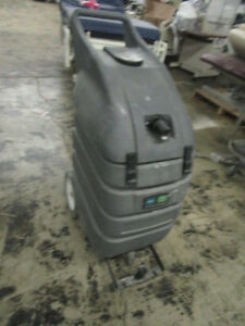 Tennant Nobles V wd 15 Wet Dry Vacuum Works Need Hoses Sold As Is