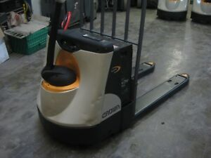 Crown Wp2345 45 Electric Pallet Jack 48 Forks 4 500 Lb Cap Used Battery