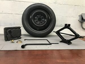 98 02 01 Toyota Corolla Spare Tire wheel And Jack tool Kit T125 70d14