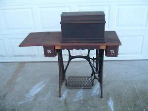 Singer Fiddle Head Treadle Sewing Machine W Coffin Cover Cast Iron Base