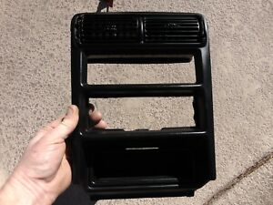 94 99 Ford Mustang Stereo Radio Climate Control Trim Bezel W Vents
