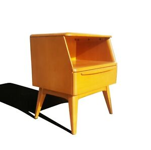 A Mid Century Modern Heywood Wakefield Side Table Night Stand