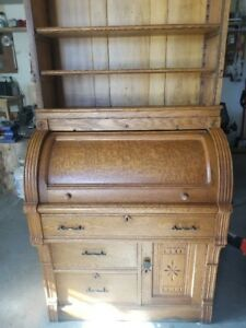 Vintage Roll Top Desk With Top Hutch