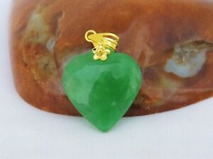 Vintage 24k 980 Solid Gold Apple Green Jadeite Jade Heart Pendant
