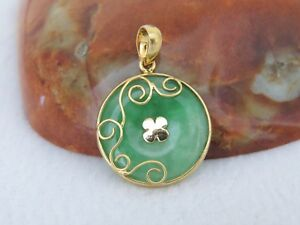 Vintage 18k Solid Yellow Gold Natural Green Jadeite Jade Donut Flower Pendant