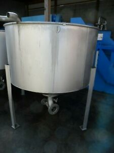 Stainless Steel Tank On Legs 300 Gallon Capacity