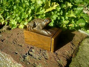 Hand Carved Wood Netsuke Toad Climbs Upon Snuff Box Boxwood Collectable