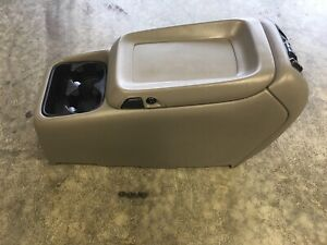 99 02 Silverado Sierra Tahoe Suburban Yukon Light Gray Center Console Cup Holder