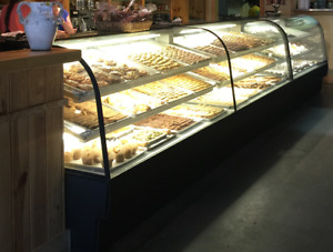 Federal 77in X 48in Refrigerated Bakery Case