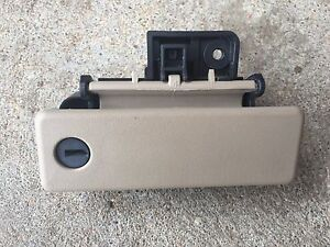 2003 2006 Ford Expedition Glove Box Lock Handle Latch Tan Oem Part