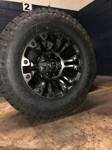 17x9 Fuel D569 Vapor Wheels Toyo 33 E Tires Package Fits Toyota Tacoma 6x5 5