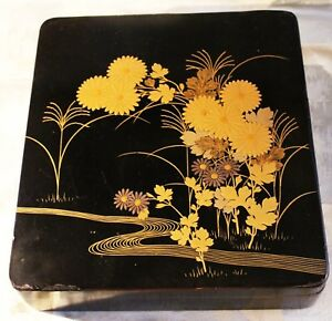 Vintage Japanese Lacquer Box Decorated With Crysanthemums C 1955