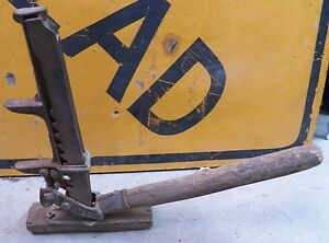 Vintage Wm Pratt Mfg Co Cast Iron Hand Crank Auto Jack Man Cave Garage Tools