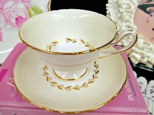 Shelley Tea Cup And Saucer Vanilla White Bridal Wreath Pattern Teacup Footed