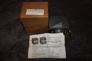 United Electric Pressure Controller Type J300 Model 551