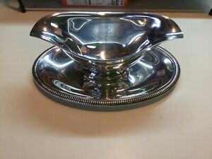 Wm Rogers Silverplate Double Spout 4213 Gravy Boat Attached Plate