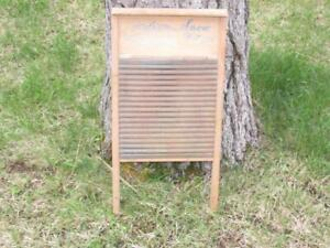 Vintage Antique Wood Snow White Columbia Washboard 2t
