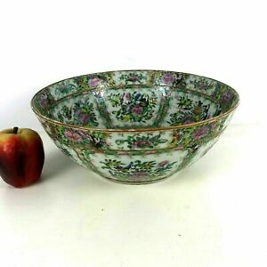 19th Century Chinese Porcelain Rose Medallion 12 Punch Bowl