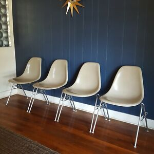 4x Eames Herman Miller Dss Stacking Fiberglass Shell Chairs Ind Grade