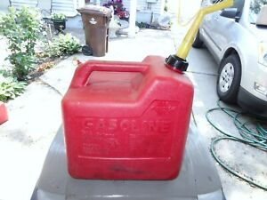 Vintage Chilton P50 Poly Vented Gas Can 5 1 4 Gallon