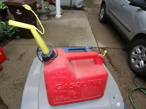 Nice Pre Ban Model P25 Chilton 2 1 2 Gallon Vented Gas Can