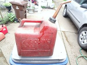 Vintage Chilton P50 Poly Vented Gas Can 5 1 4 Gallon Dirty Stained Scratched