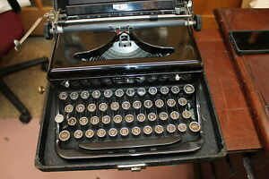 1930s Black Royal Typewriter With Carrying Case Works