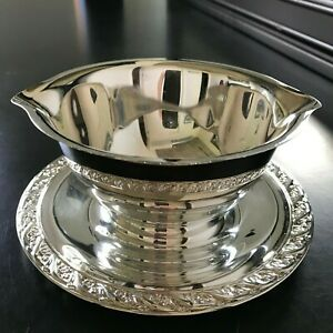 Wm Rogers Son 2013 Gravy Boat Sauce Bowl Silver Plate Attached Bottom Plate