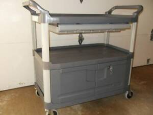 Rubbermaid Fg409400gray Enclosed Service Cart New