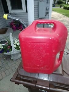 Vintage Blitz 6 Gallon 16 Oz Gas Can Model 50841 Double Handle