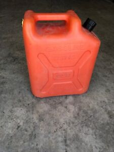 Blitz Usmc 5 Gallon Plastic Gas Can With Old Style Pull Out Spout