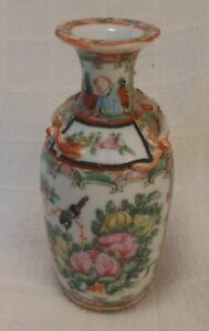 Great Antique Chinese Export Rose Medallion Vase 5 3 4 Tall