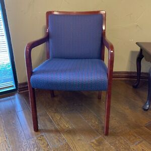 2 Executive Reception Area Office Chairs And 1 Table
