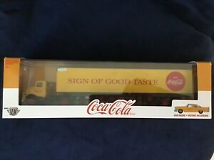 M2 MACHINES COCA-COLA PREMIUM DIE CAST COLLECTIBLE 1957 CHRYSLER 300C HAULER