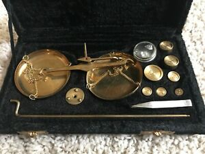 Vintage Antique Small Brass Balance Scale And Weights In Fitted Plush Case
