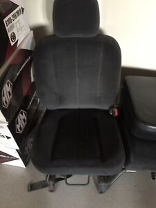 2003 Dodge Ram 1500 Passenger Seat And Center Councel Grey