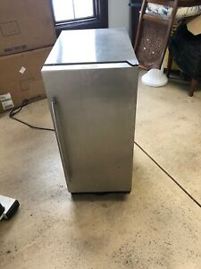 Uline Under Counter Ice Maker 2015 Series possible Local Delivery