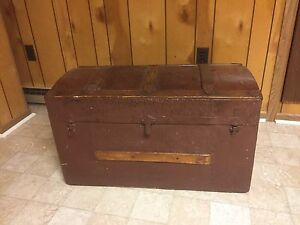 Vintage Chest Trunk 32 X18x17painted No Key Sturdy 9pix Freight Local Make Offer