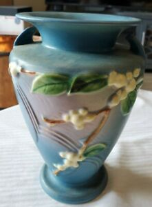 ROSEVILLE SNOWBERRY FLOWERS ON 8 1 4quot; H BLUE VASE WITH HANDLES IV2 8 ca1947 55